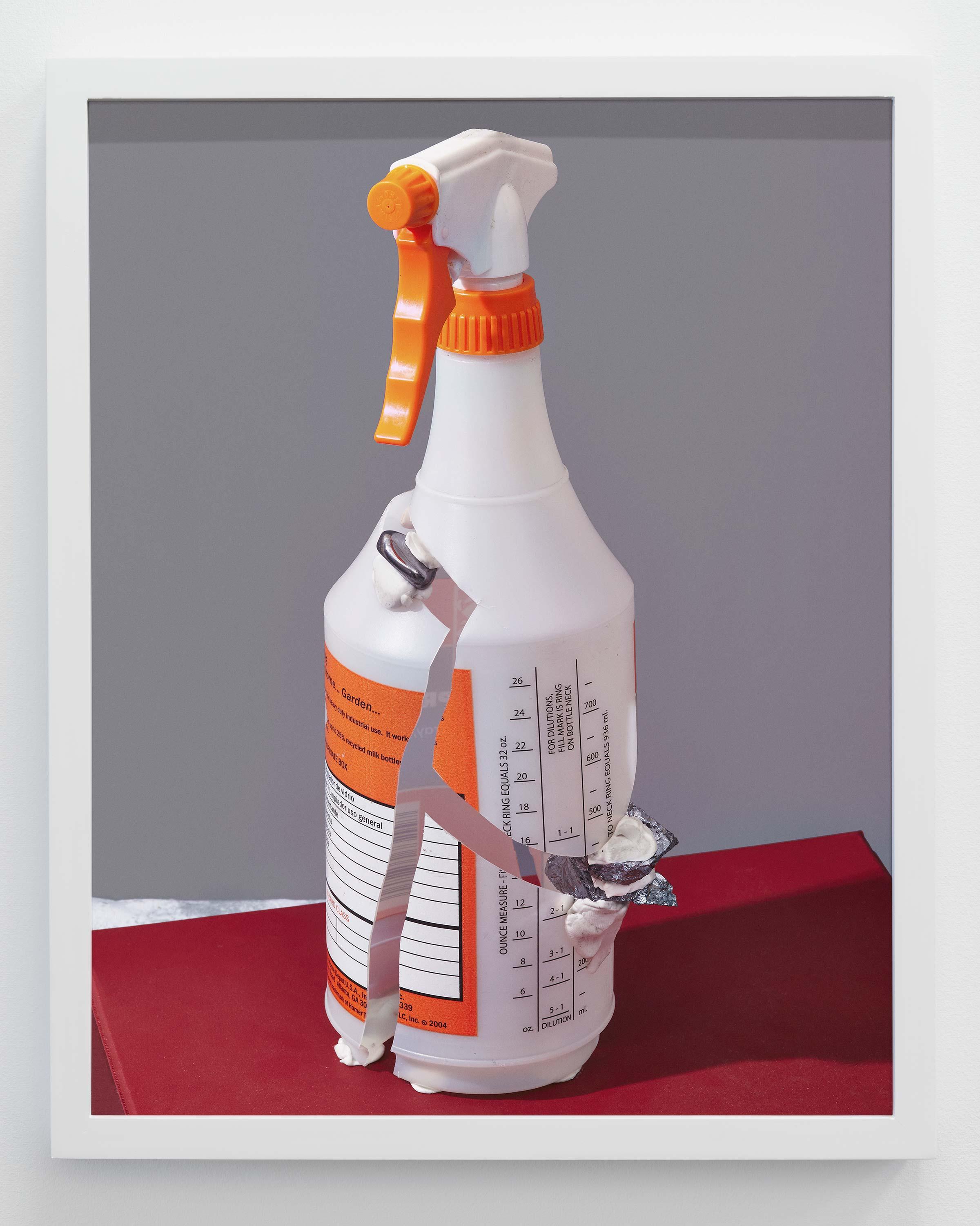 Pete Deevakul<br>Bottle (ฃ. ขวด)<br>2015<br>Archival inkjet print<br>16 x 20 inches (40.6 x 50.8 cm)